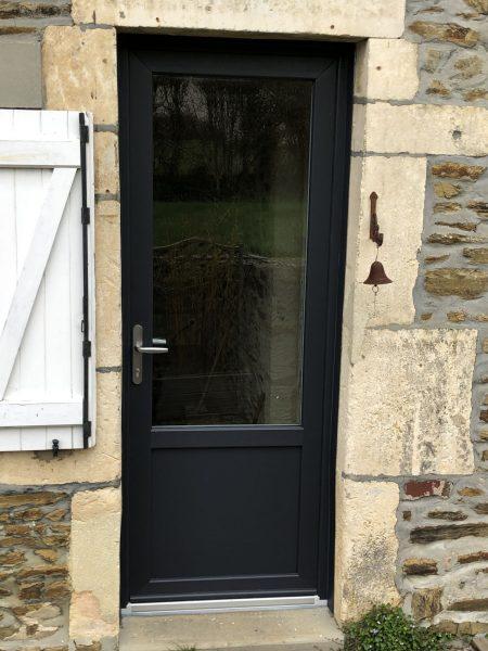 avant-après porte d'entrée Selmire agencement intervient en Normandie, notamment à Flers, Argentan, Falaise, Caen, Cherbourg